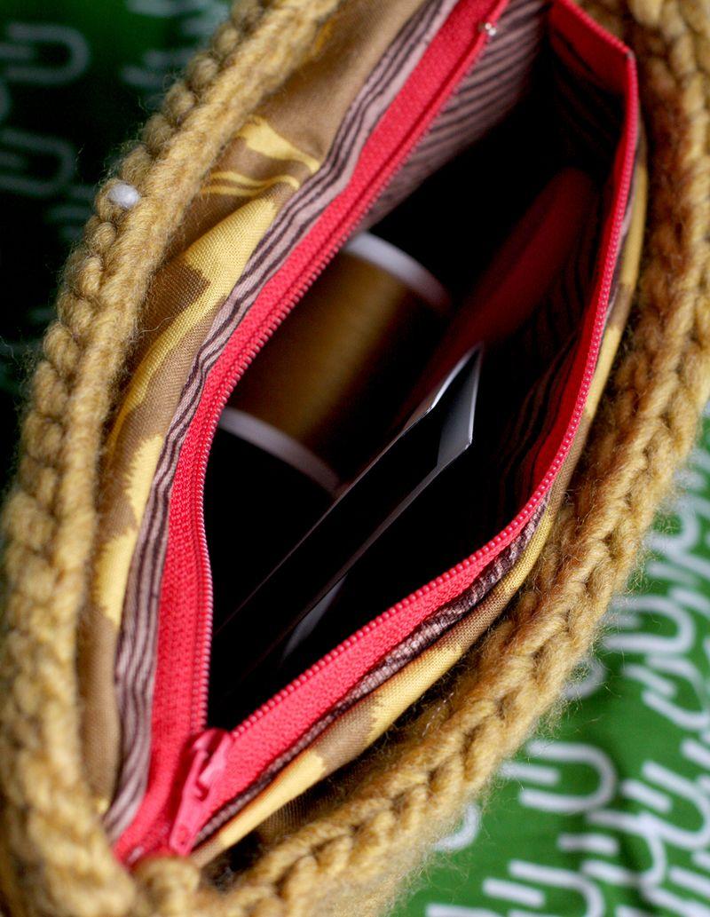 Inside-owl-purse