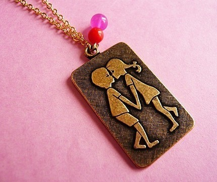 Kissing_kids_necklace