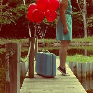 Balloons-vintage-suitcase
