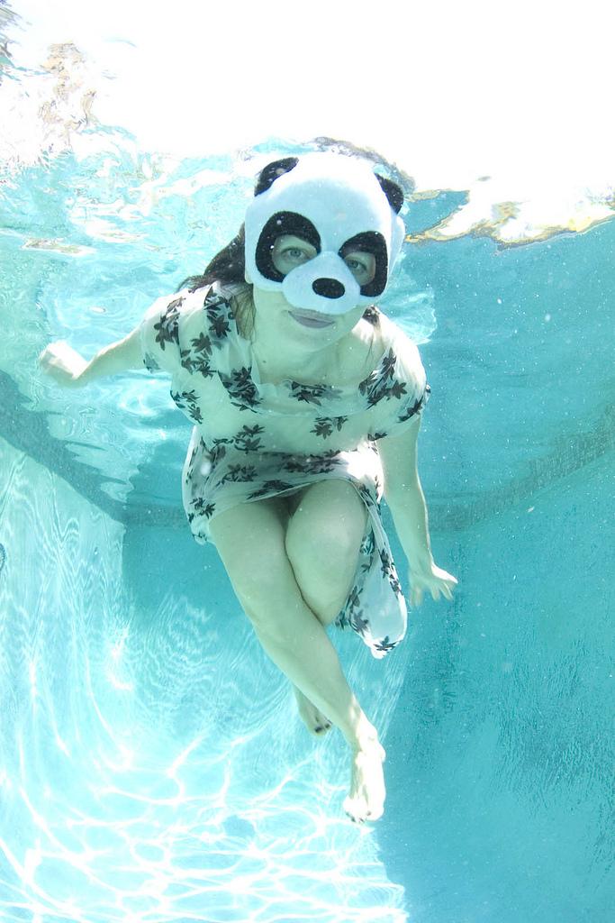 Underwater_panda_photo