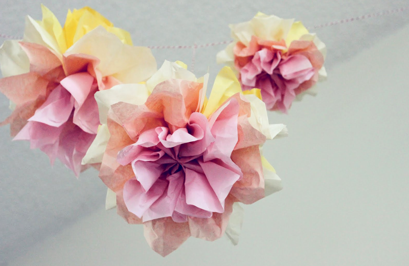 Diy wedding day flower wall a beautiful mess 5 the pom solutioingenieria Image collections