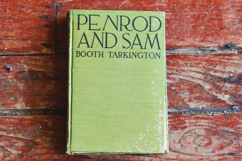 Vintage book sewing kit 2