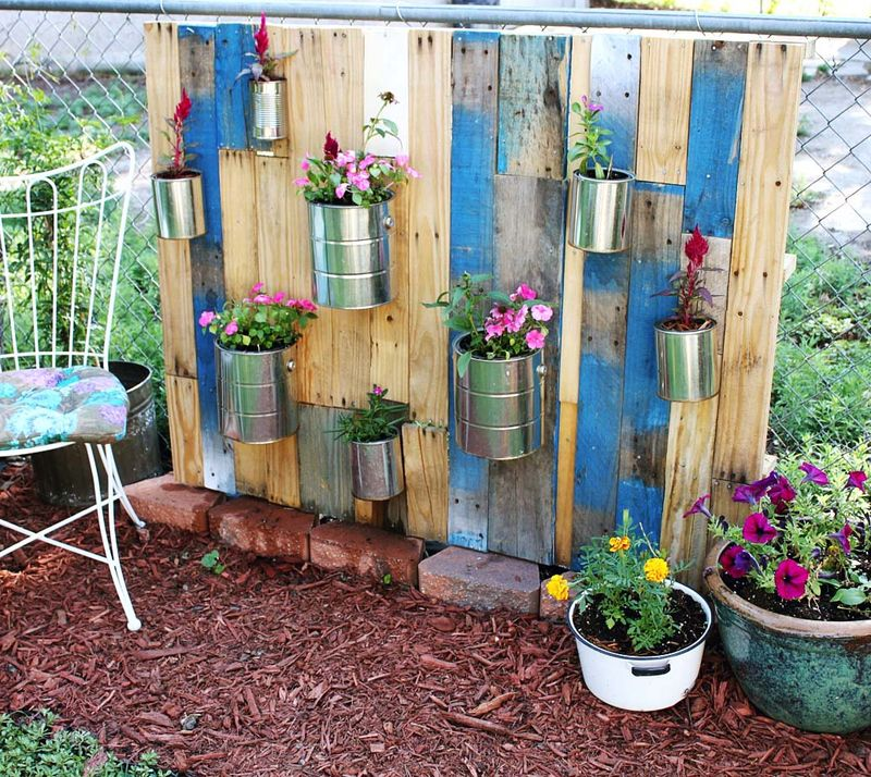 Pallet vertical garden a beautiful mess for Vertical pallet garden