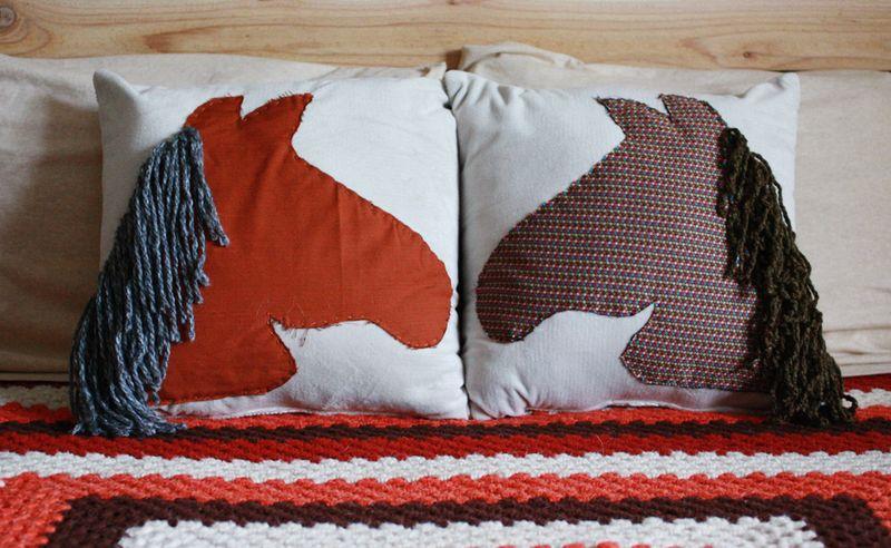 Horse pillow2