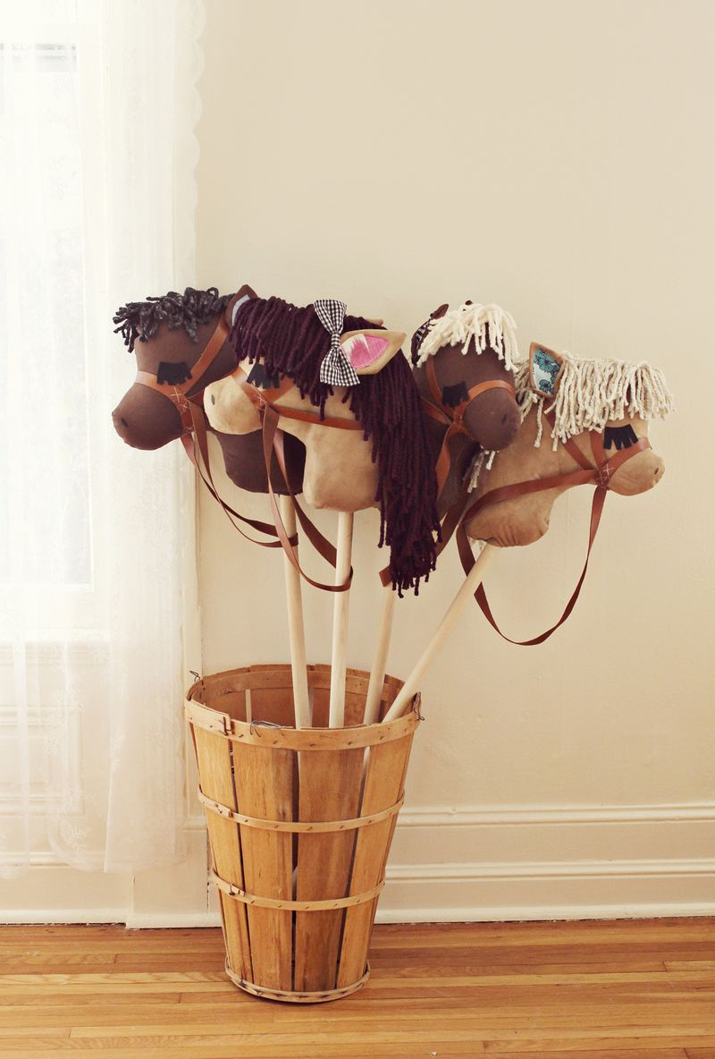 Adorable DIY stick horses