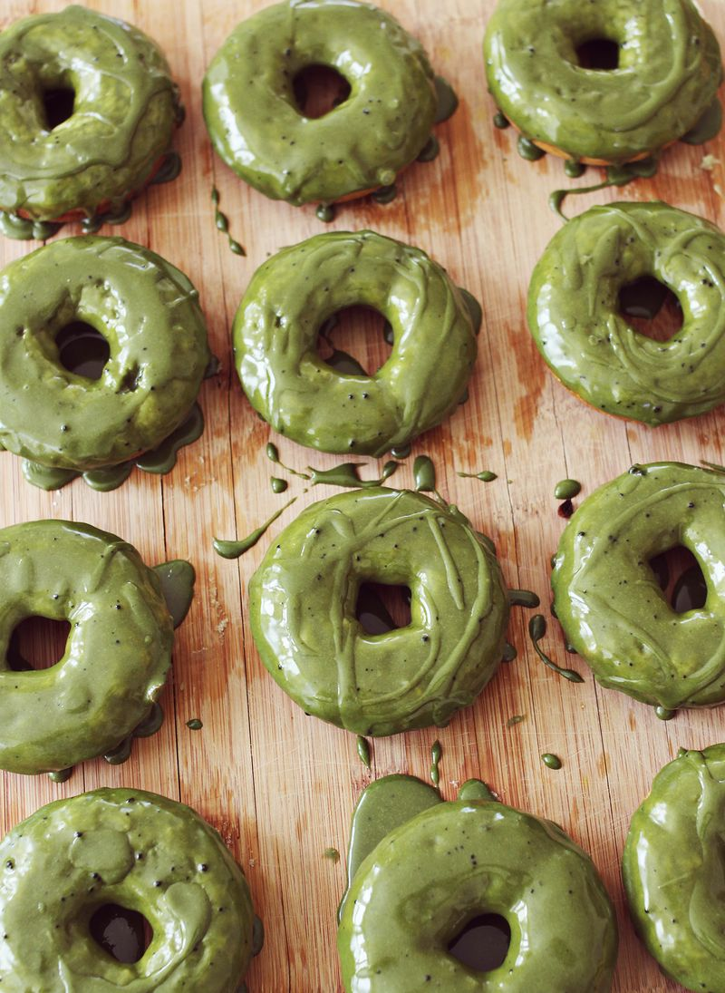 Baked green tea donuts