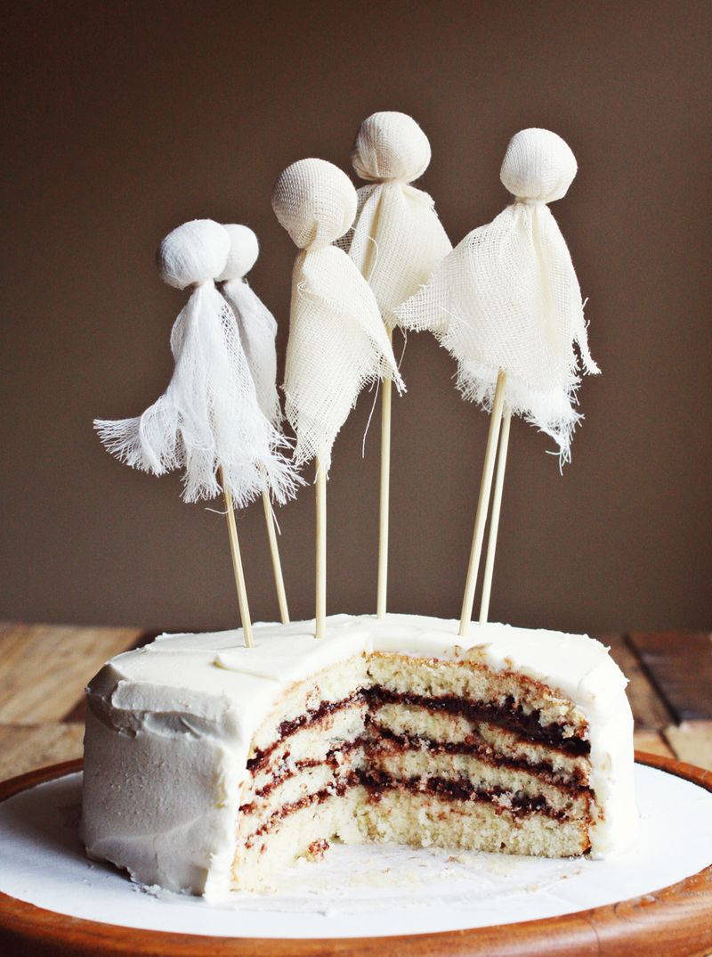 Ghostly party cake tips for layered cakes a beautiful mess for Ghost decoration ideas