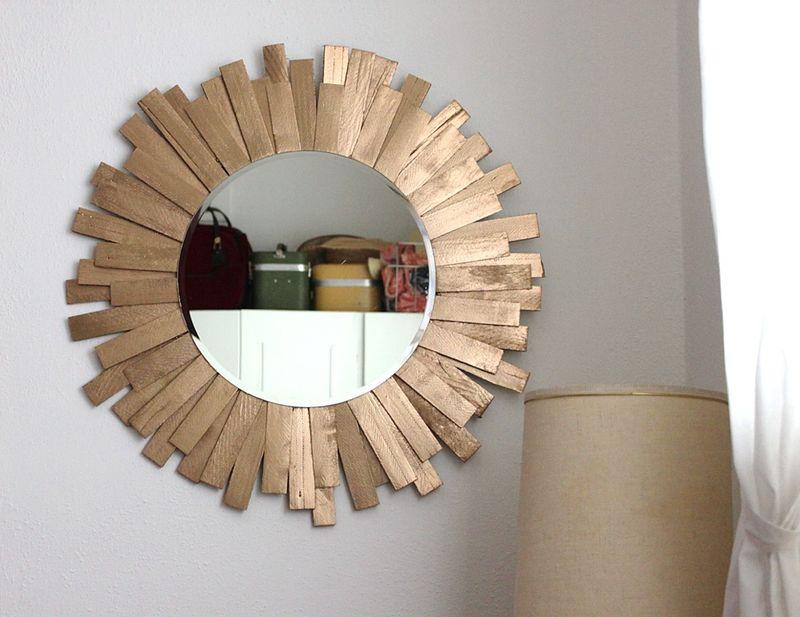 Starburst mirror diy a beautiful mess for Como hacer espejos decorativos
