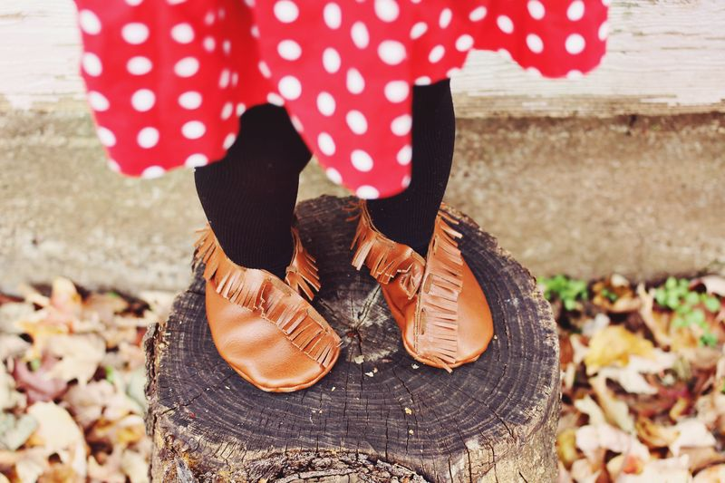 Adorable baby moccasins DIY