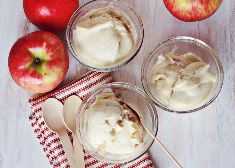 Baked apple ice cream