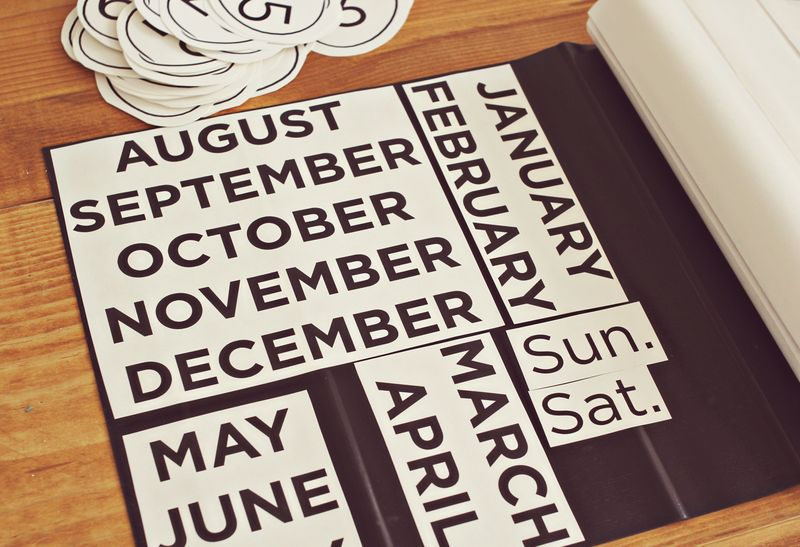 How to make a magnet calendar for your refrigerator