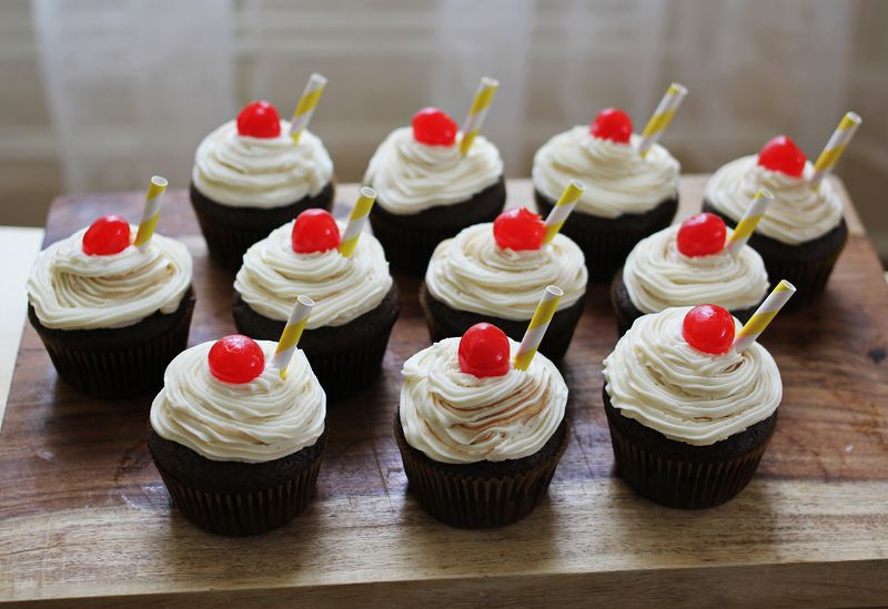 Root Beer Float Cupcakes – A Beautiful Mess