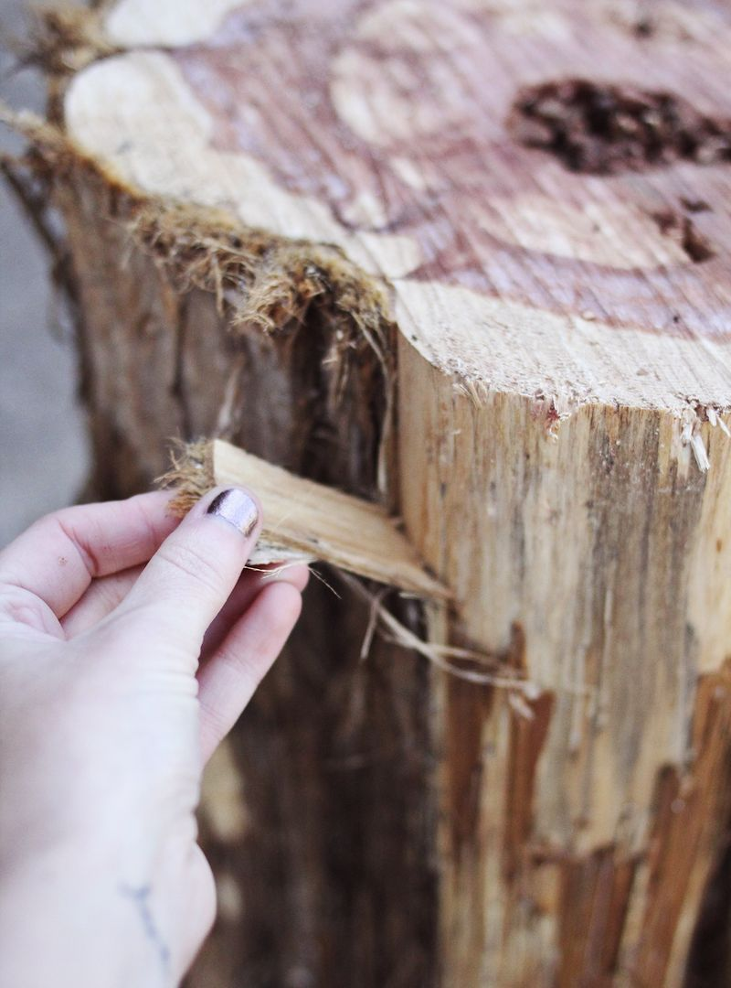 Diy tree stump side tables a beautiful mess - Como hacer una mesa de madera ...