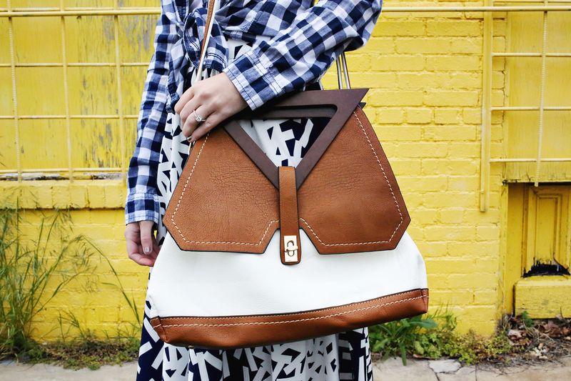 Sister Style www.abeautifulmess.com pretty purse!
