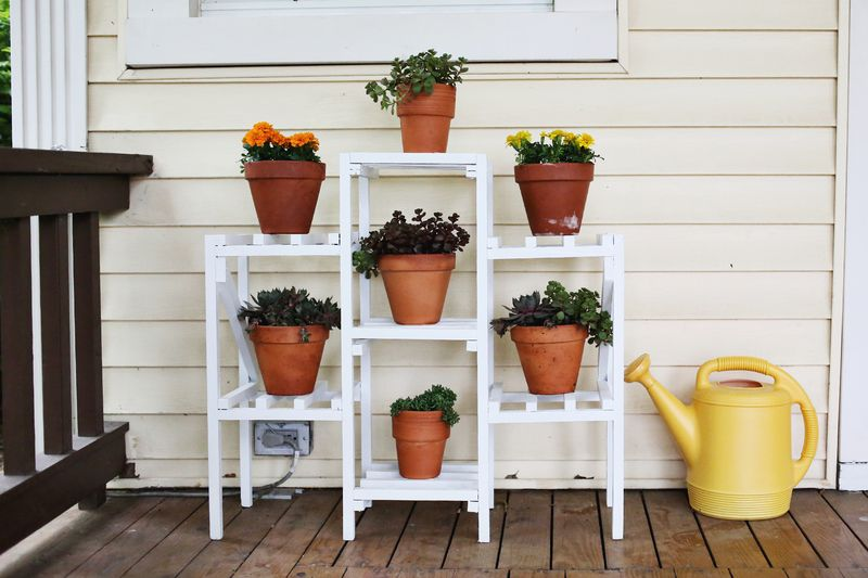 Elsie 39 s front porch before after a beautiful mess for Pot shelf decorating ideas