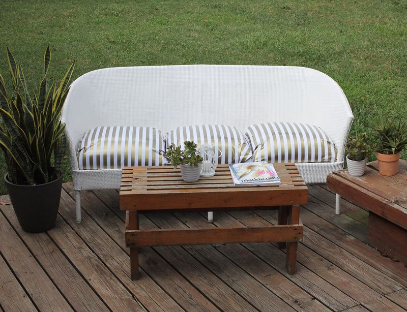 How we restyled an outdoor couch www.abeautifulmess.com