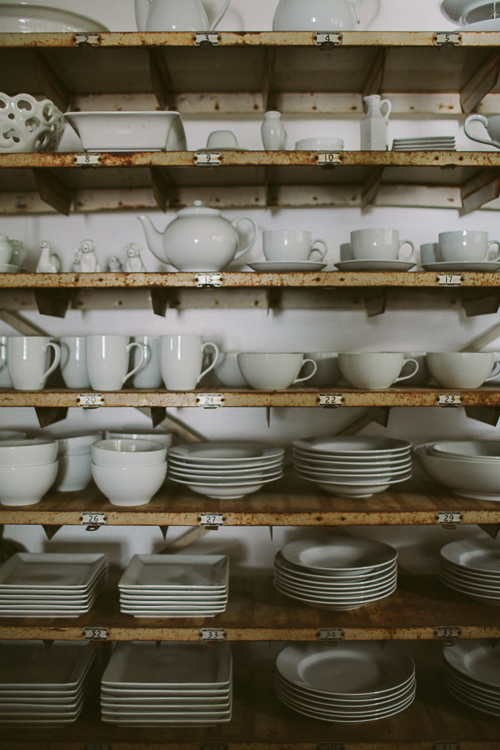Love all the matching dishes