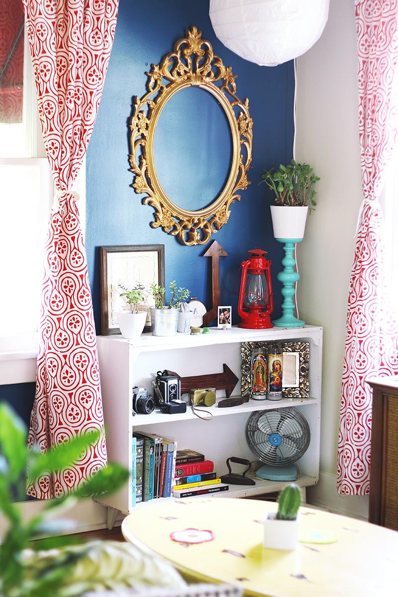 Ame a parede azul e cortinas!
