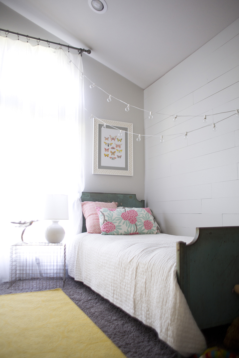 Love this look for a kid's room or guest room