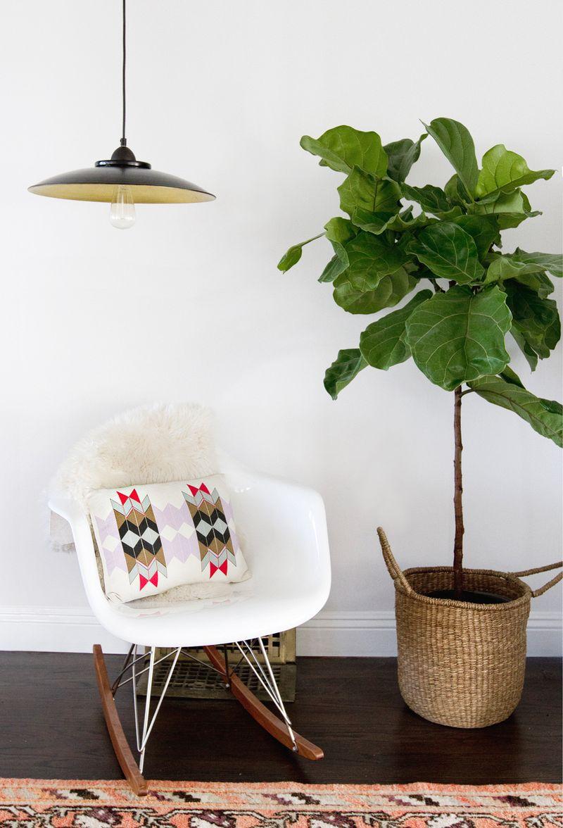 Easy DIY Pendant Lamp! (click through for the full tutorial)