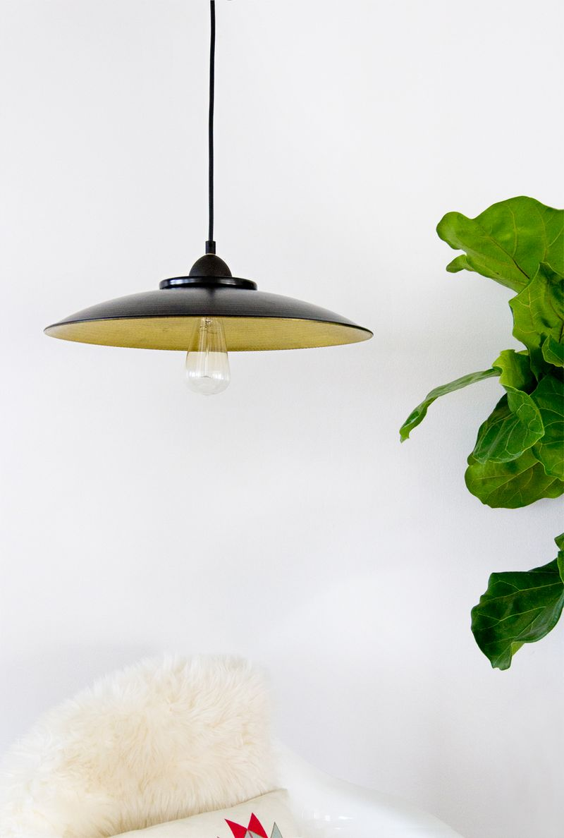 Easy DIY Pendant Lamp! (click through for the full tutorial)