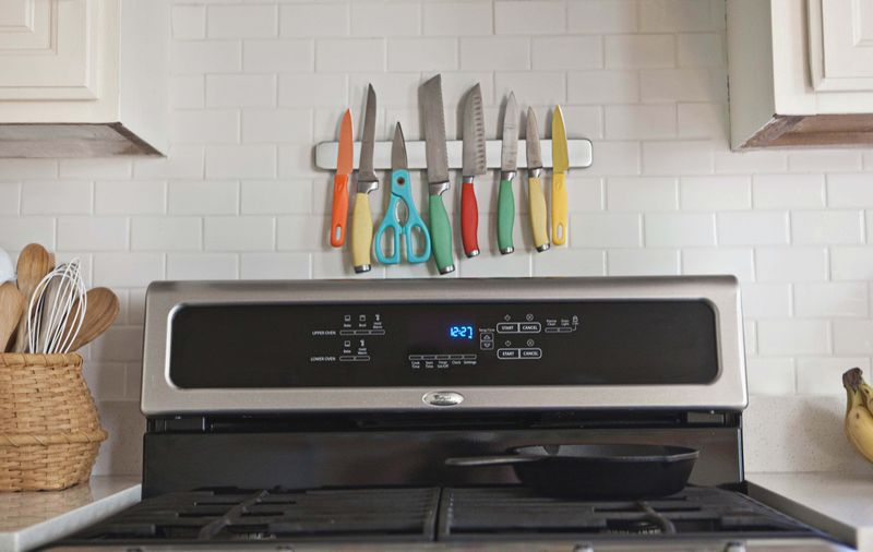 Love these colorful knives mounted on a subway tile backsplash!