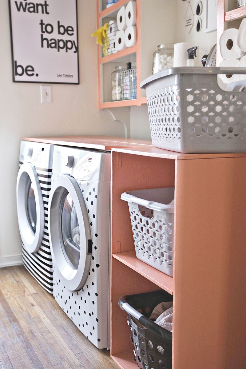 Diy laundry room shelf a beautiful mess for Astuce de decoration maison
