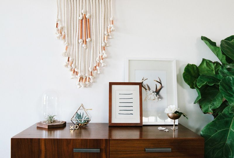 Make this macrame wall hanging