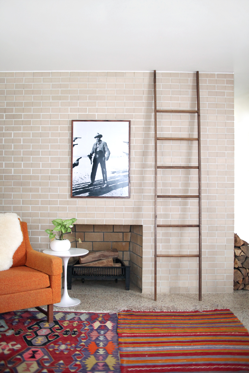 Make your own leaning blanket ladder- click through for instructions!