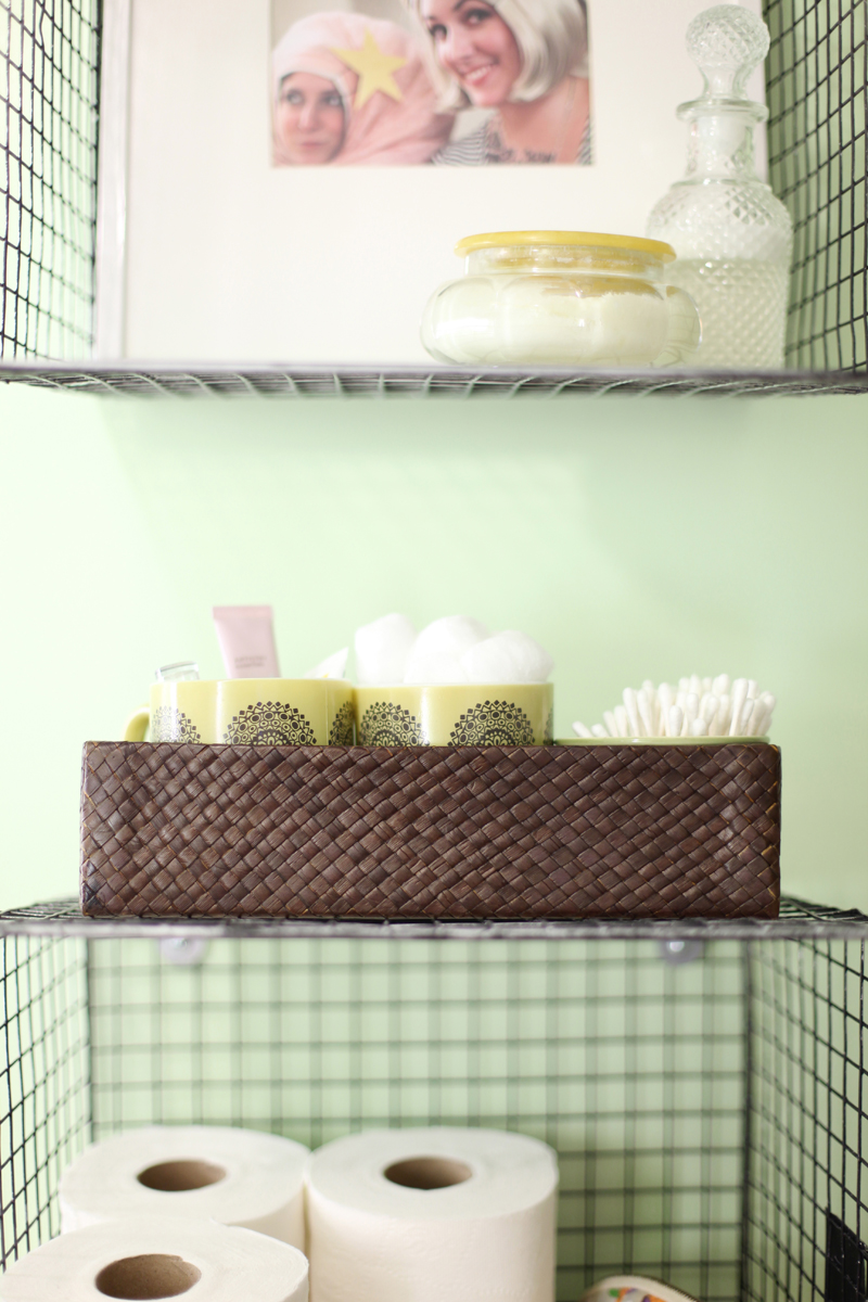Bathroom wall storage baskets - Hanging Wire Baskets For Vertical Storage Is Such A Cute Way To Organize Your Bathroom