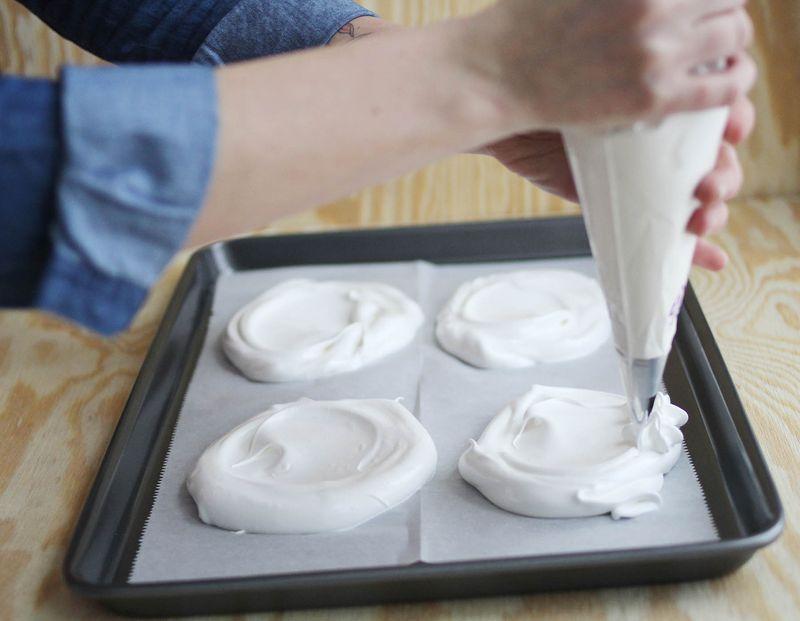 How to make a pavlova cake