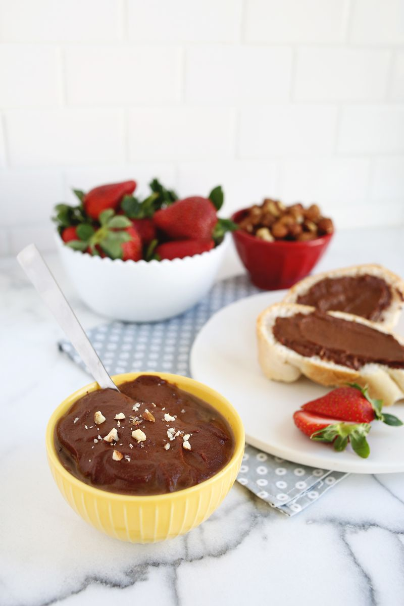 Homemade Nutella (no Dairy or Added Sugar!) abeautifulmess.com