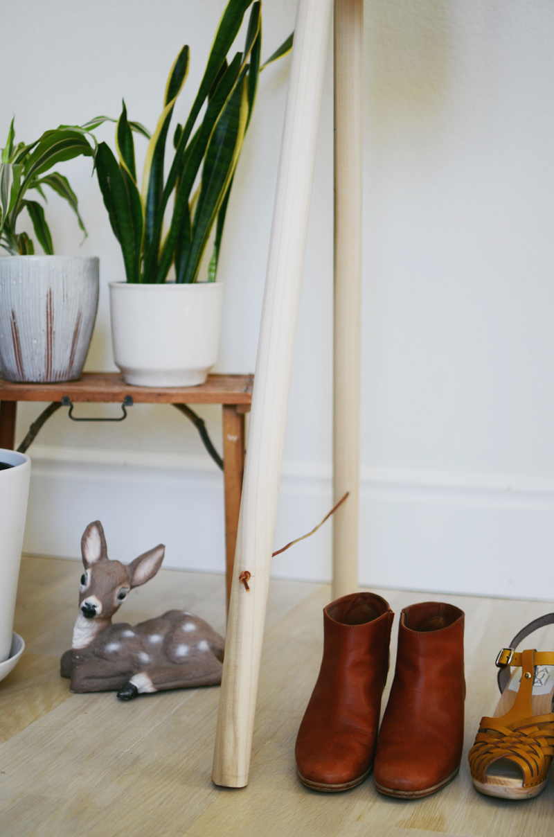 Make your own clothing rack (abeautifulmess.com)