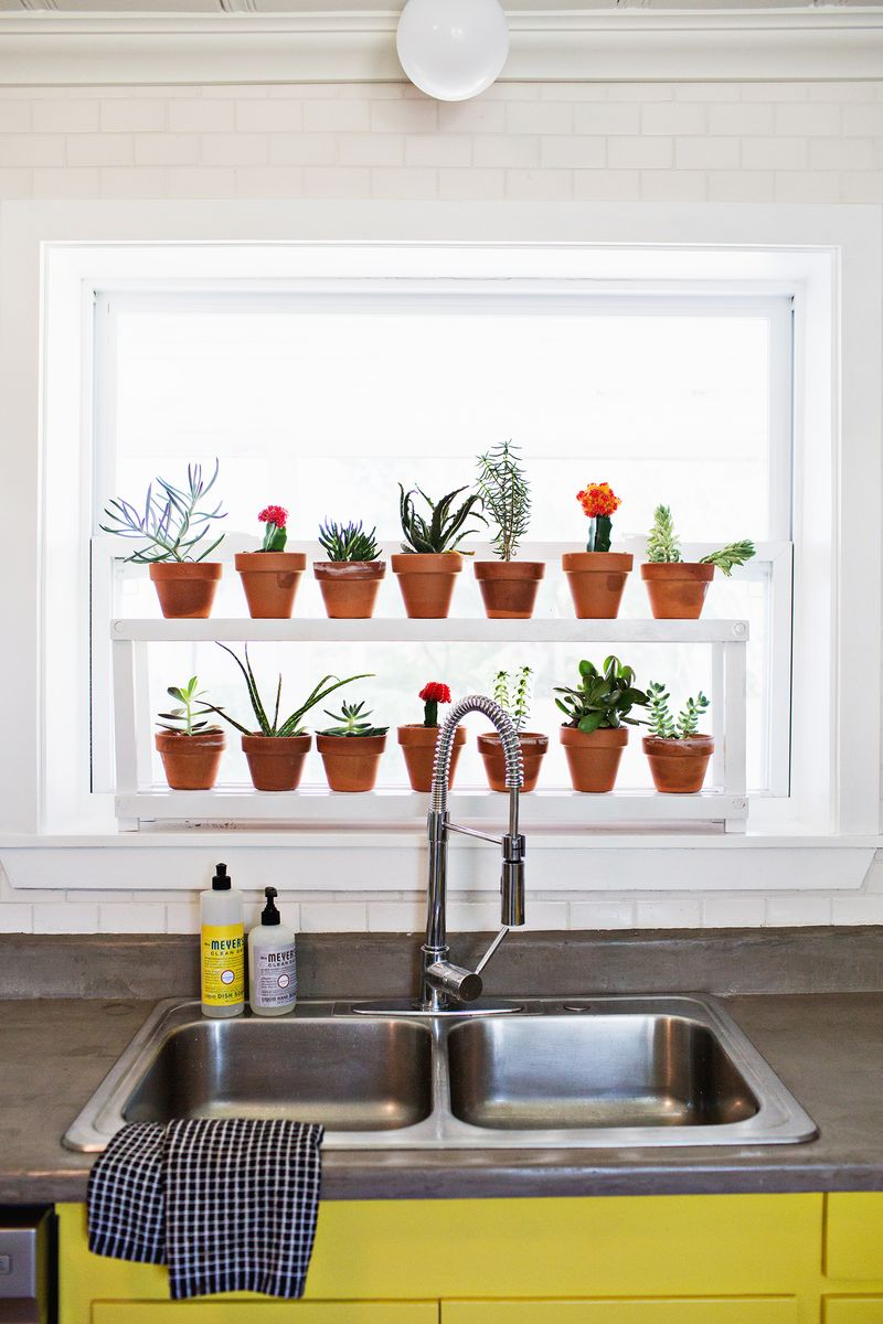 Window ledge plant shelf a beautiful mess for Ideas para decorar la casa