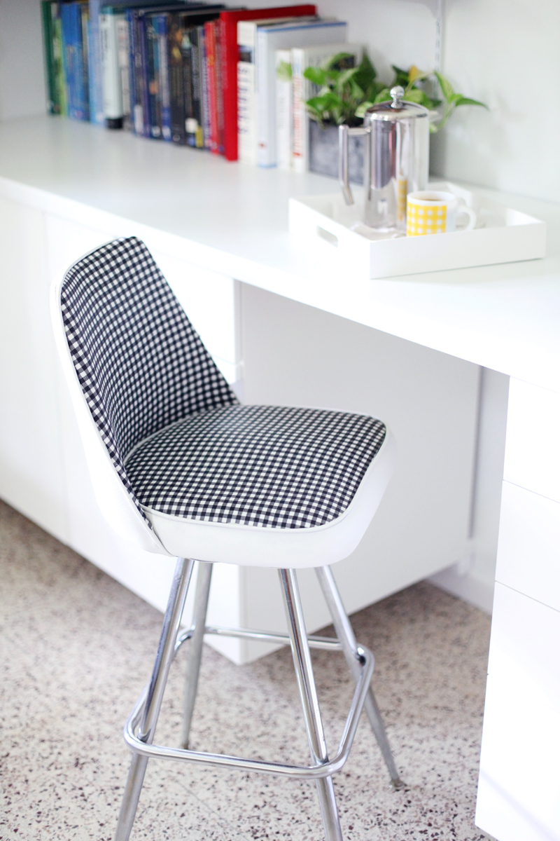 Delicieux Give An Old Vinyl Chair A Facelift! Click Through For Makeover Details.