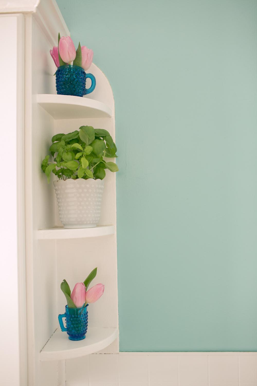 Pretty built-in shelves
