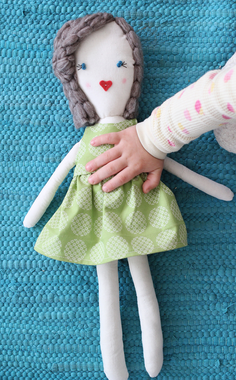 Traditional Rag Doll DIY (click through for printable pattern)