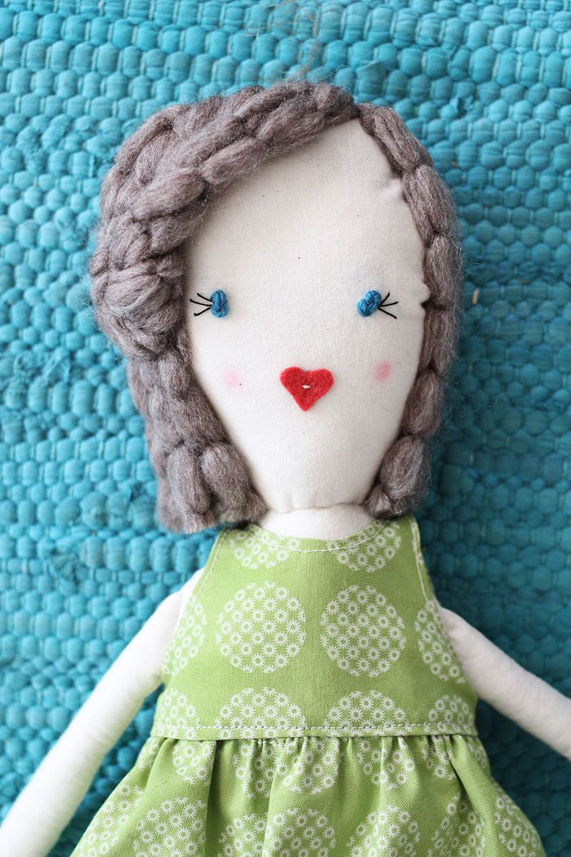 Traditional rag doll (click through for printable pattern)
