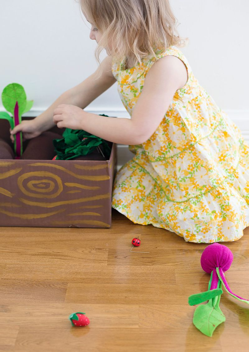 Plantable felt garden box (click through for instructions)