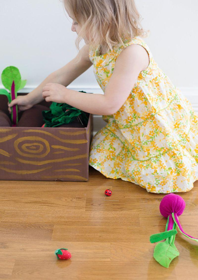Plantable felt garden box (click through for instructions)