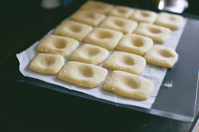 How to make fossil cookies (click through for recipe).