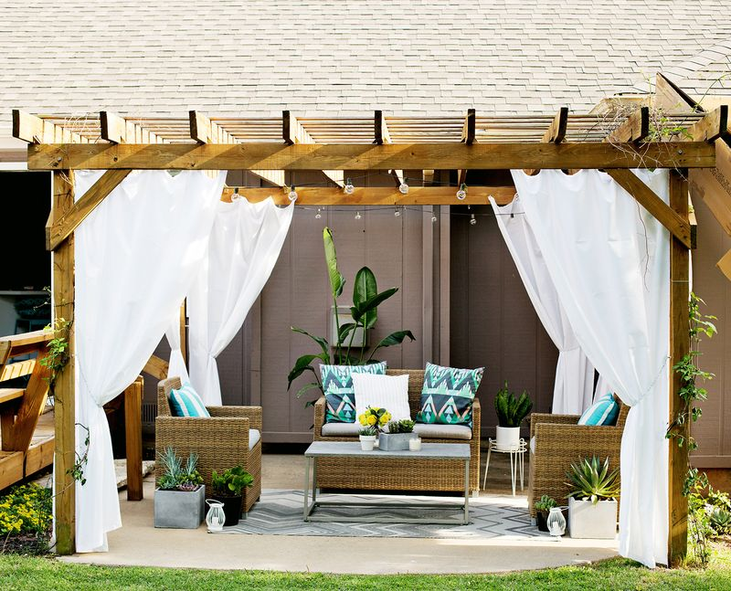 Make Your Own Outdoor Pergola Curtains! (click Through For Tutorial) ...