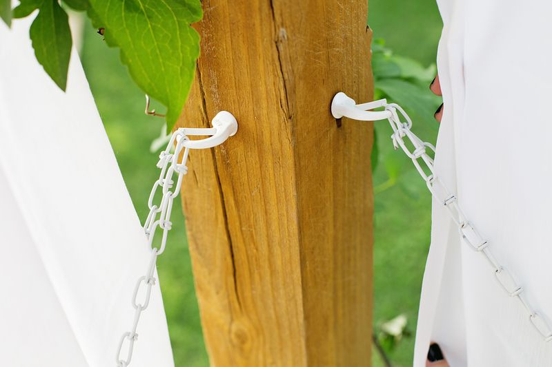 Make Your Own Outdoor Pergola Curtains! (click through for tutorial)
