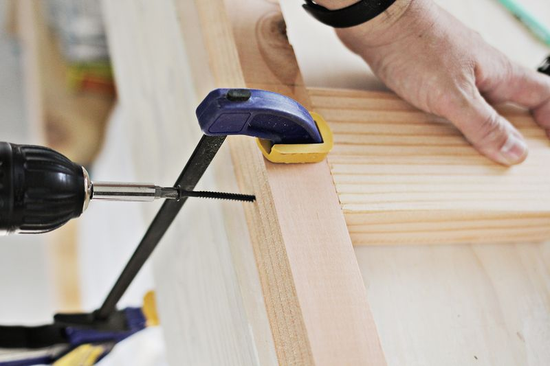 (DIY floating shelves (clampy clamp)
