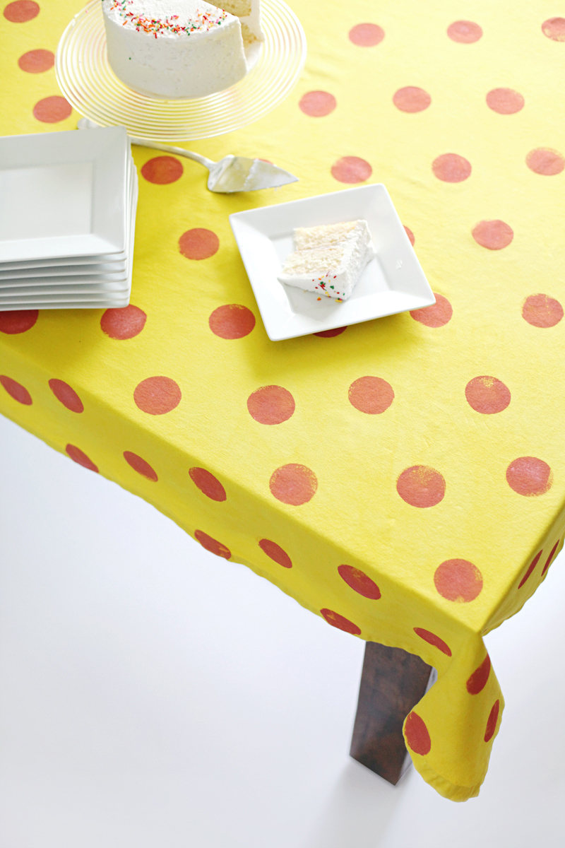 Give An Old White Tablecloth A Fancy New Makeover! Click Through For Tips U0026  Instructions