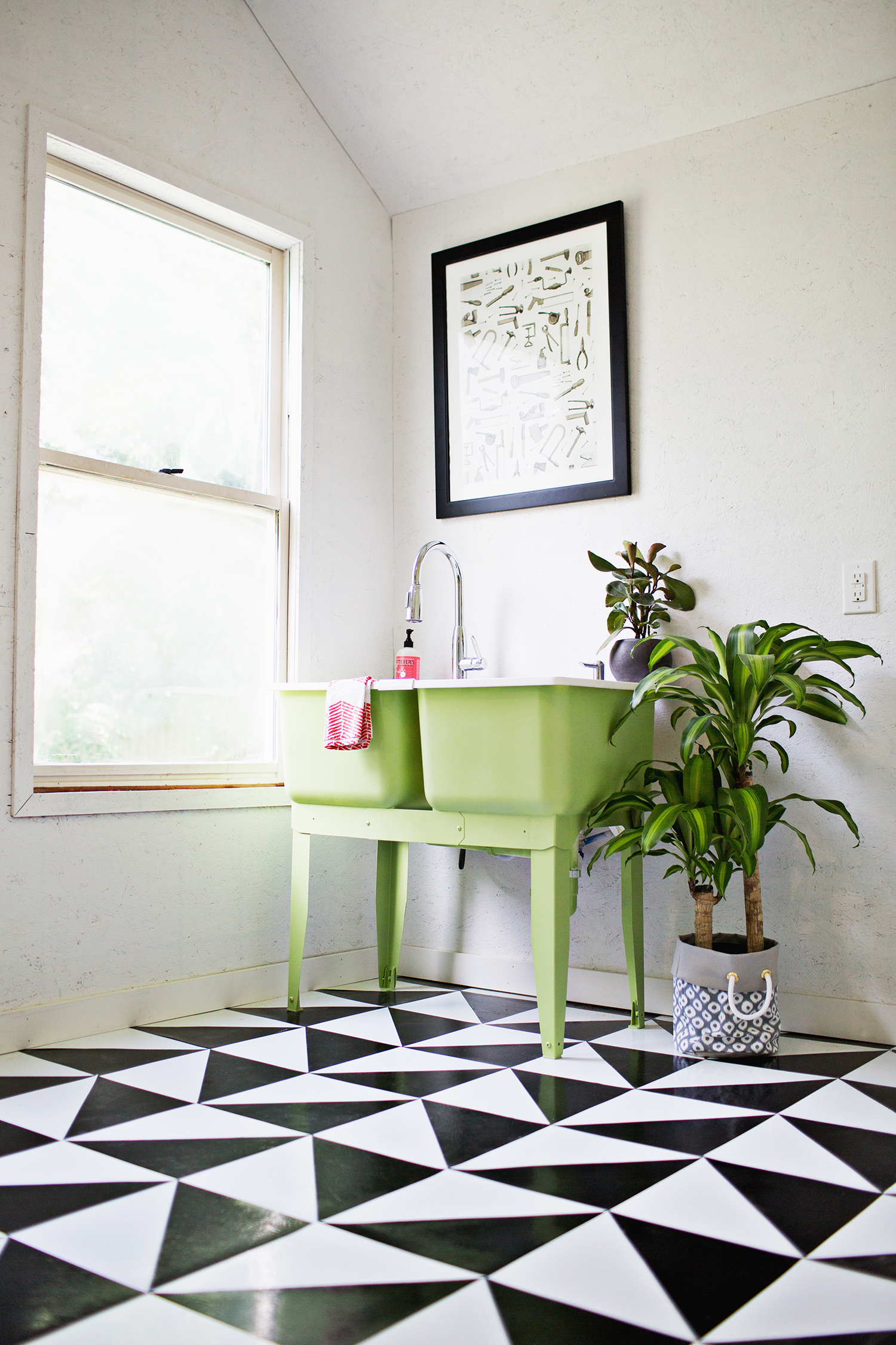 Make a patterned floor with linoleum tile a beautiful mess for Patterned linoleum tiles