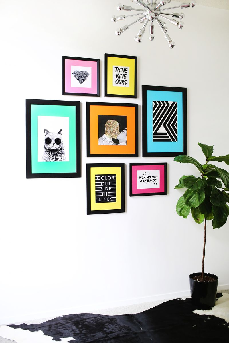 Colored mat gallery wall idea a beautiful mess for Cadre multi photos mural