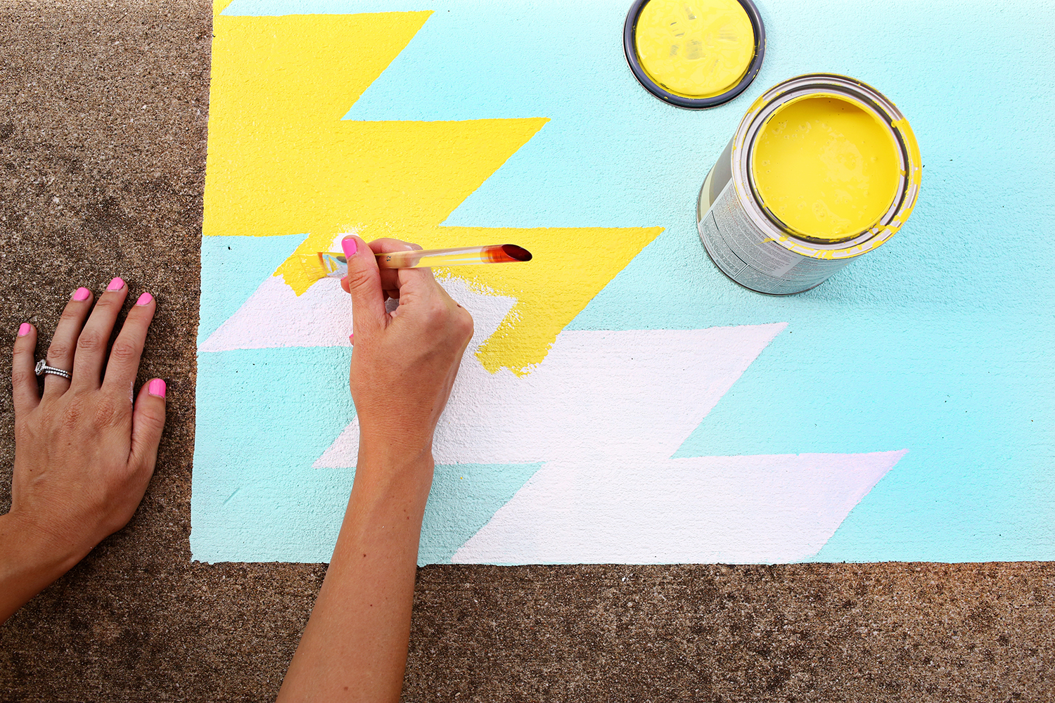 Such a great idea! Outdoor painted rug DIY