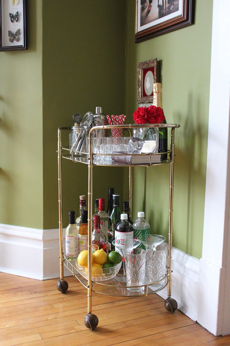 Love a good bar cart