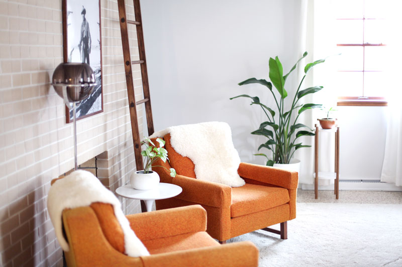 36 Living Room Decorating Ideas That Smells Like Spring: Mid-Century Inspired Plant Stand DIY